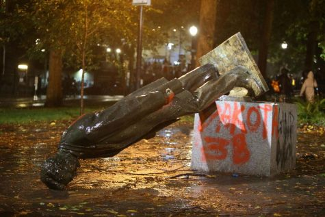 Protesters in Portland Knock Down a Statue of Lincoln