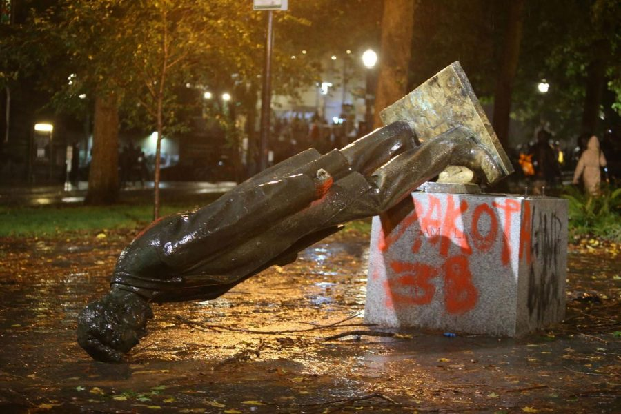 Protesters+in+Portland+Knock+Down+a+Statue+of+Lincoln